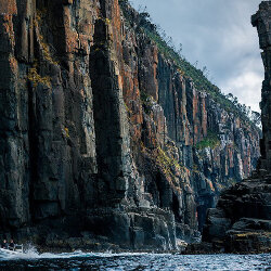 Bruny cliffs<br/>Photo Credit: Simon Chin<br/>Canon 6D f/5.6 70mm 1/400s ISO100
