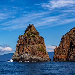 Rocks off the Bruny Island coast<br/>Photo Credit: Simon Chin<br/>Canon 6D f/6.3 70mm 1/1250s ISO100