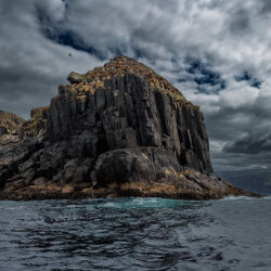 Dark cliffs<br/>Photo Credit: Simon Chin<br/>Canon 6D f/4 24mm 1/1600s ISO100