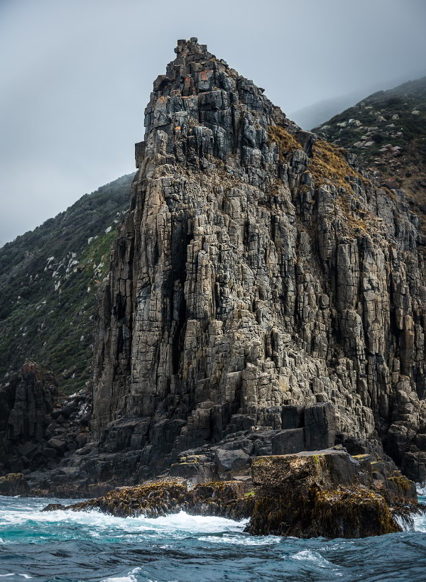 Bruny Island cliffs - guest contribution by Simon Chin